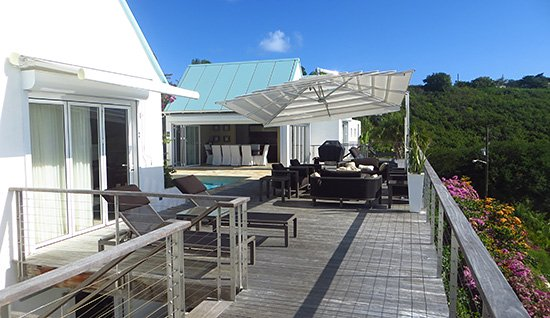 outdoor living space at CéBlue