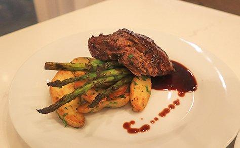 Steak, Potatoes & Grilled Asparagus