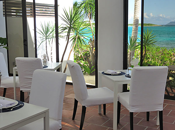 inside the covecastles dining room by day