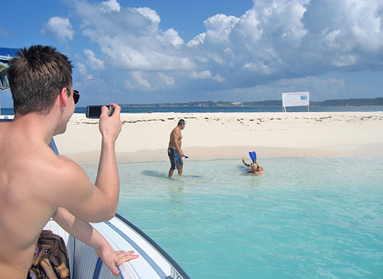 dad snorkel struggle at sandy island