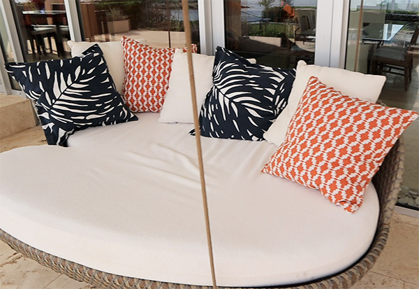 Bed Swing at Champagne Shores The Villa