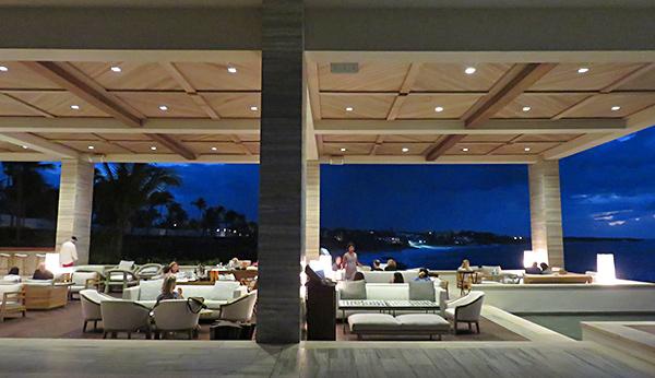 four seasons sunset lounge by night