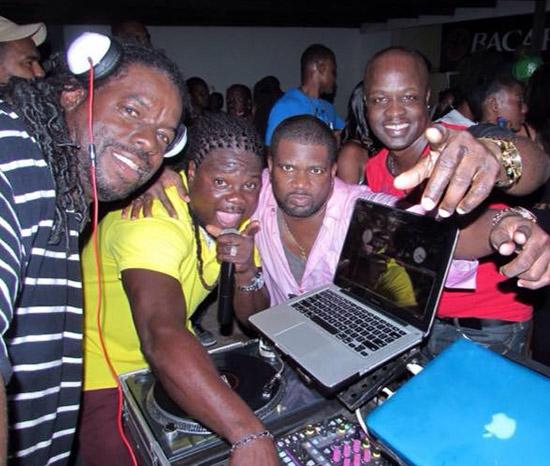 dj kue with friends djing