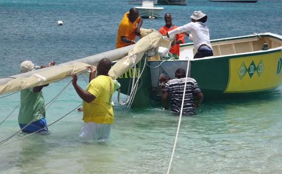 de tree anguilla racing boat's mast