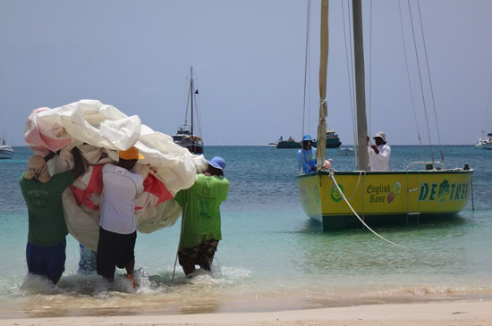 placing the sail on the anguilla racing boat de tree