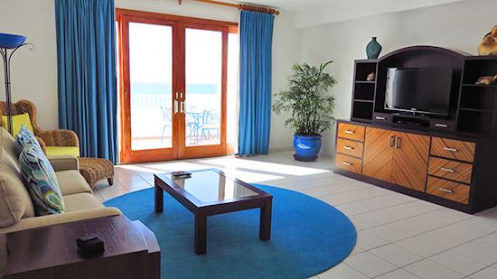 deluxe junior suite living area