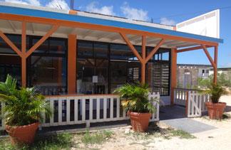 exterior of tjs cafe
