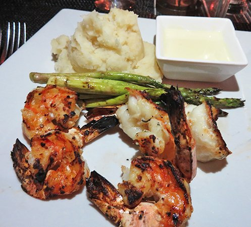 Shrimp, mashed potatoes and Asparagus
