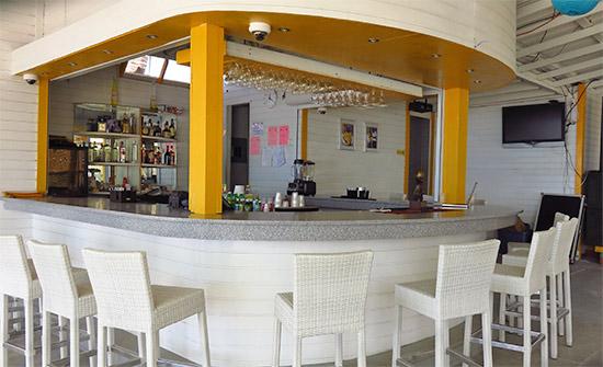 the bar at dad's bar and grill