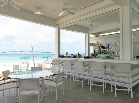 manoah beach bar