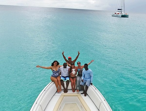group shot with calypso charters