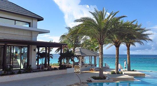 20 knots restaurant adjacent to zemi beach pool