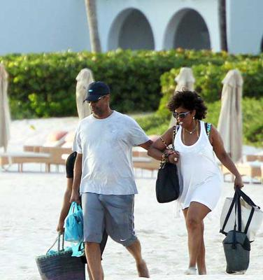 Denzel and Wife, In Anguilla For His Birthday <br><small>credit:theybf.com</small>